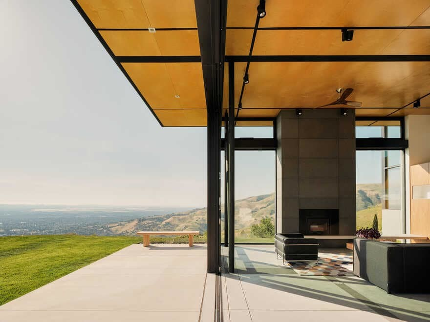 Pavilion Style House with a Panoramic View of San Jose