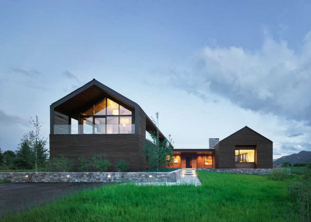 Lone Pine Compound by Carney Logan Burke Architects