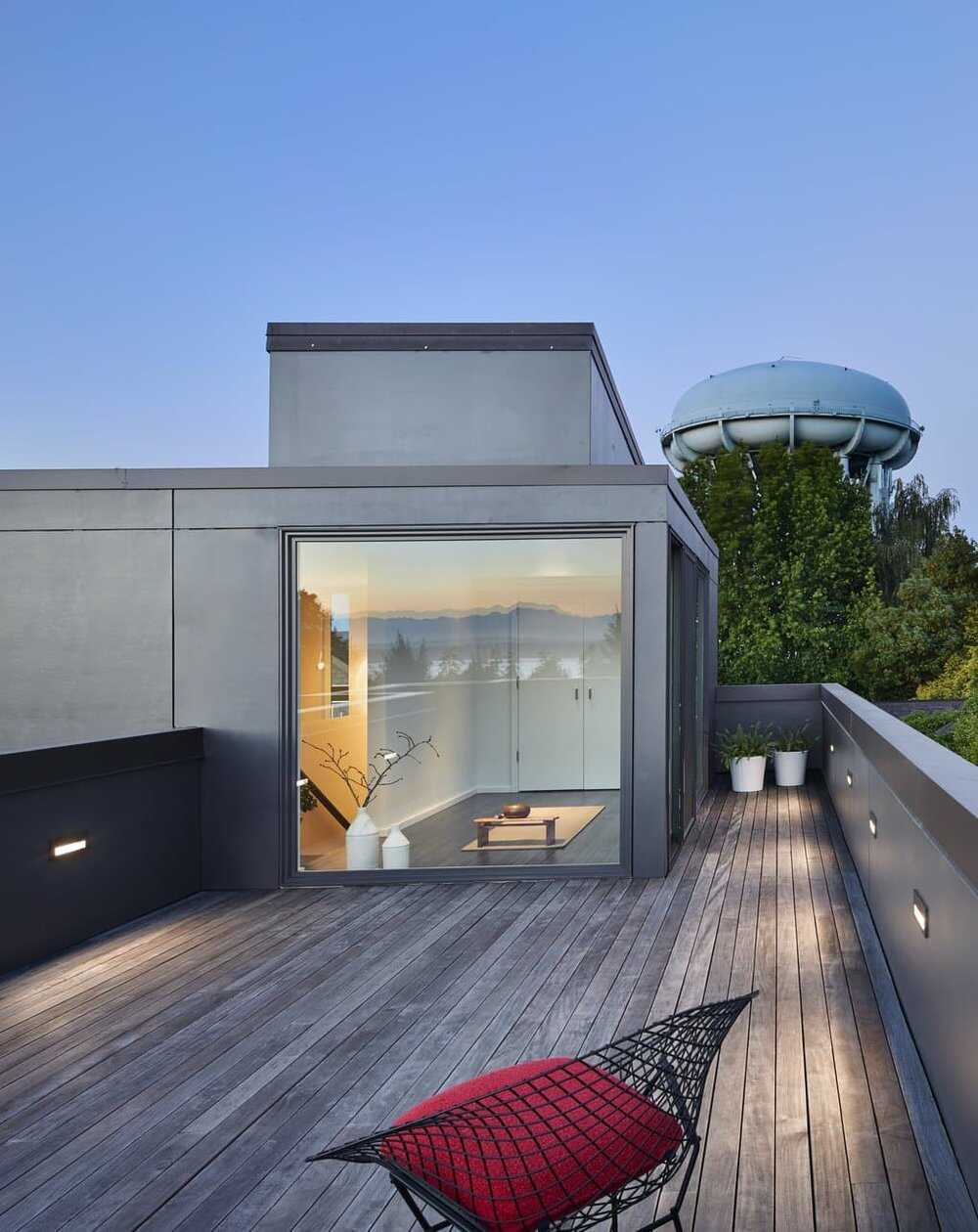 terrace in Seattle by Rerucha Studio