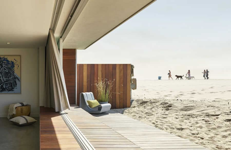 Oxnard Beach House by Montalba Architects