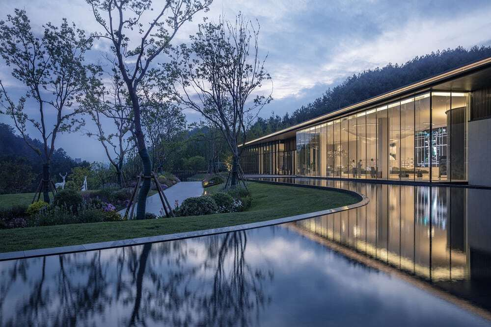 Guiyang Vanke • Guanhu Sales Center, A Space Hidden in Landscape and Isolated from the Bustling City