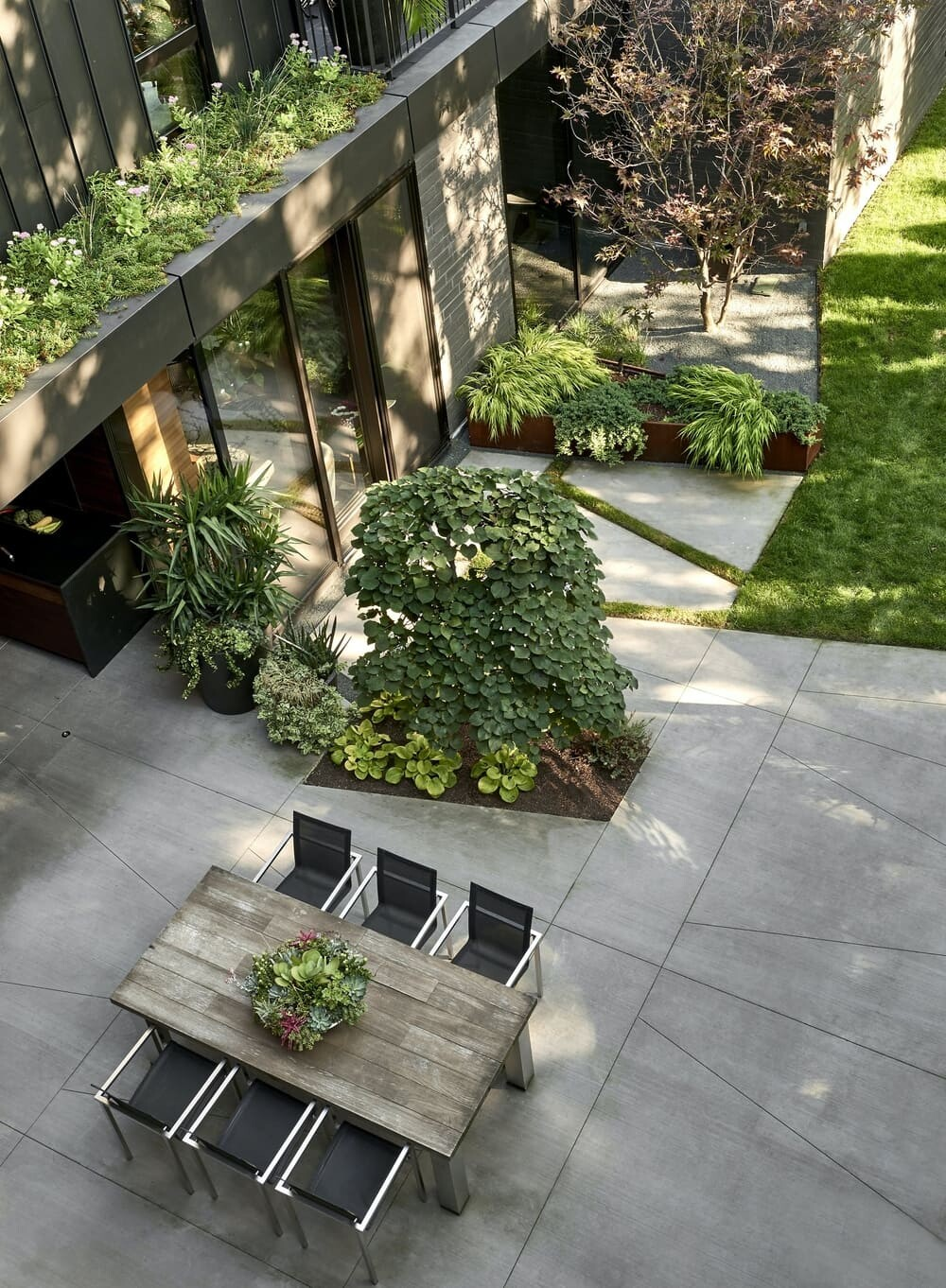 Zinc House, a Lakeview Home with a Strong Connection to the Outdoors