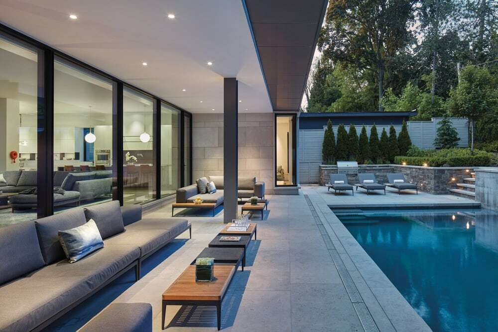 Pool and patio by Taylor Smyth Architects