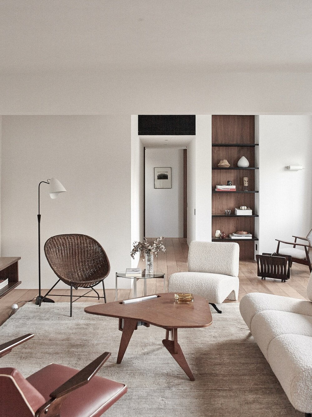 1960's Apartment Completely Renovated by Atelier PECLAT + CHOW in Jardins Neighborhood, São Paulo