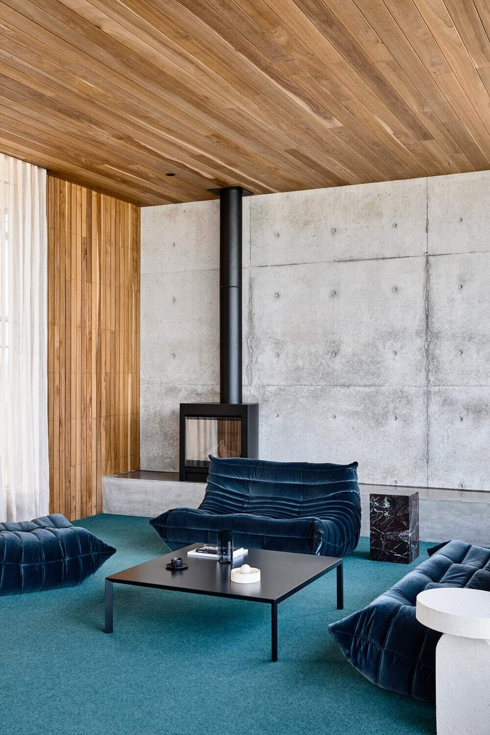 living room by Auhaus Architecture