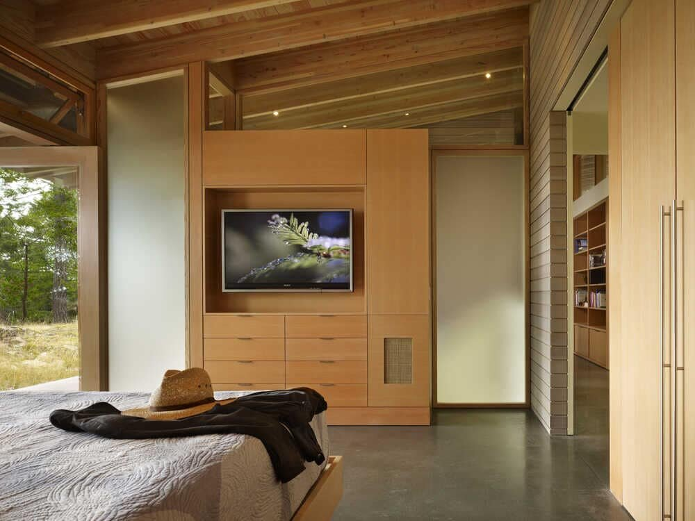 bedroom, Peaceful Home by Heliotrope Architects