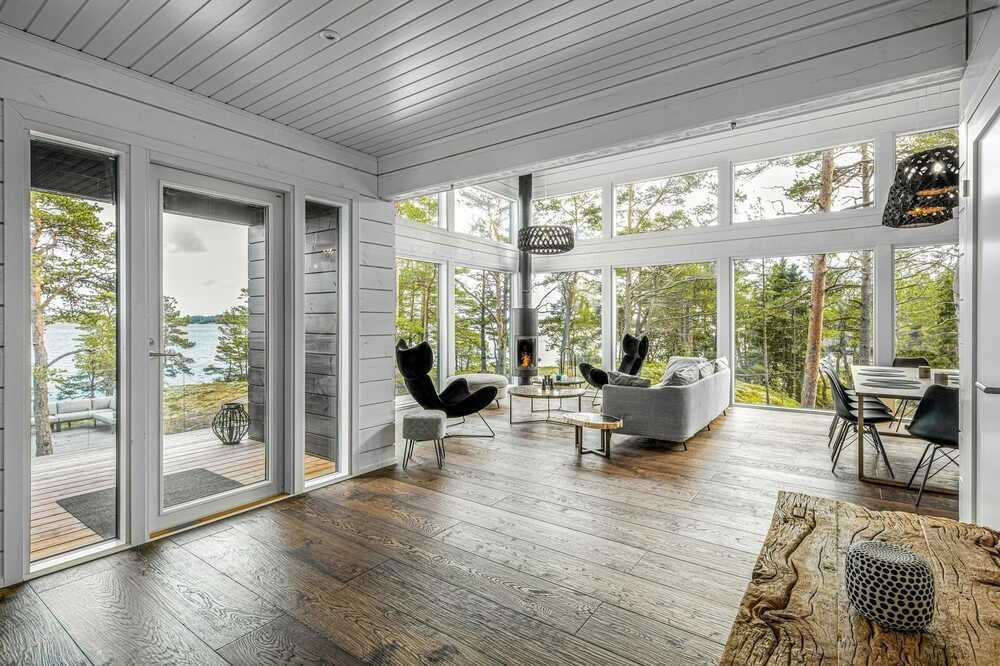 Pluspuu Holiday House in the Turku Archipelago on a Spectacular Cliff Plot