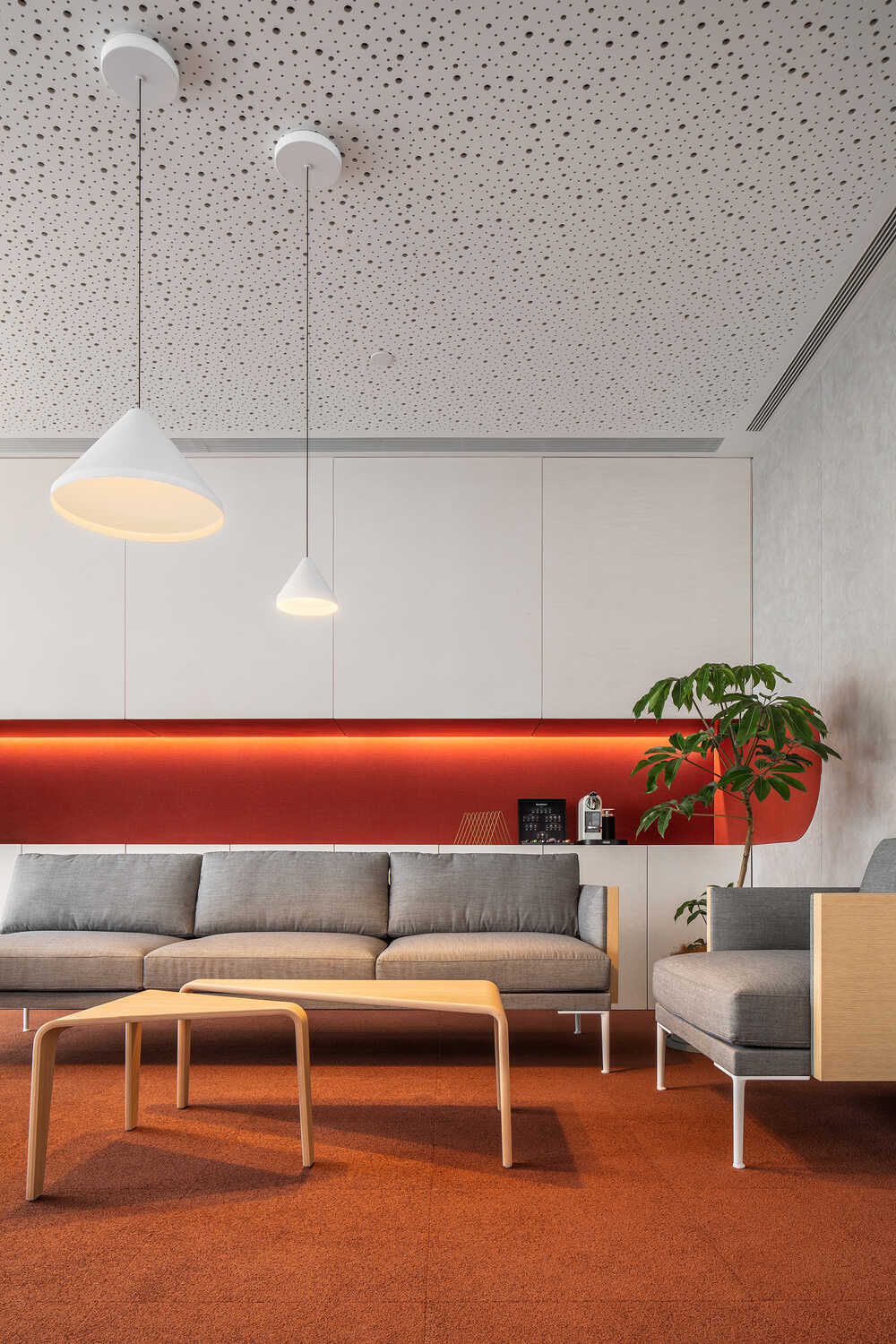 Silk Road Office, A Space where Colour Palette Coordinates with Form