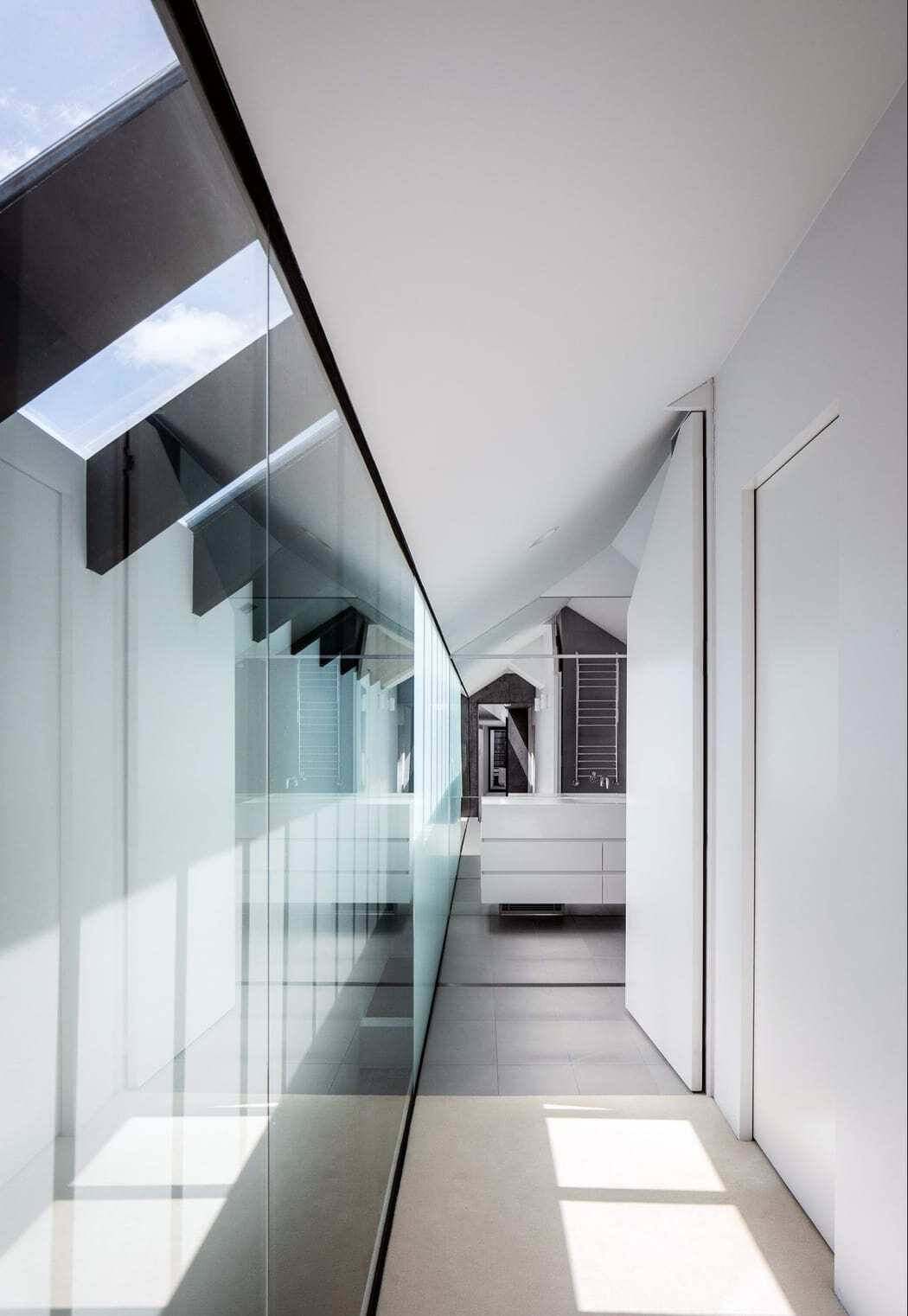 Strong Arm House by MCK Architects