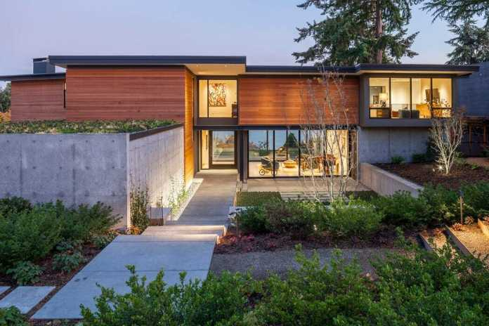 Boomerang House / DeForest Architects