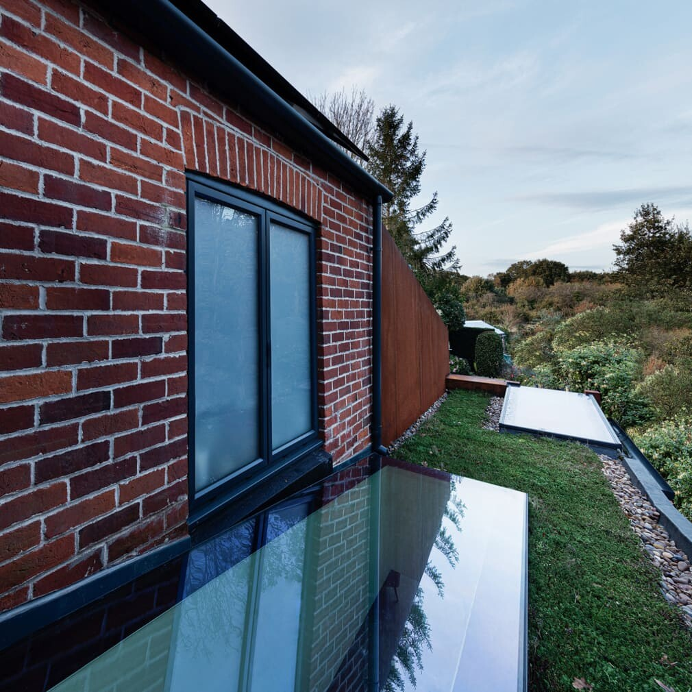 Corten Extension for Family Home in Warsash / Adam Knibb Architects