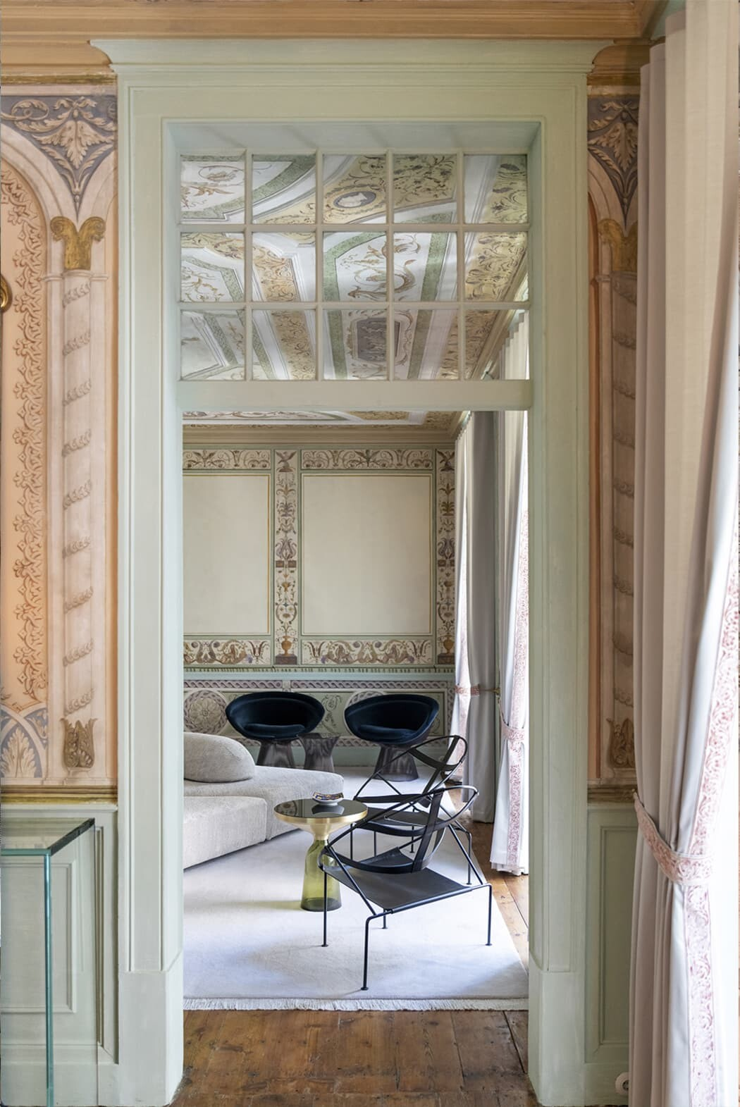 CR Apartment, A Renovation Meant to Respect the Patrimony of the 17th Century