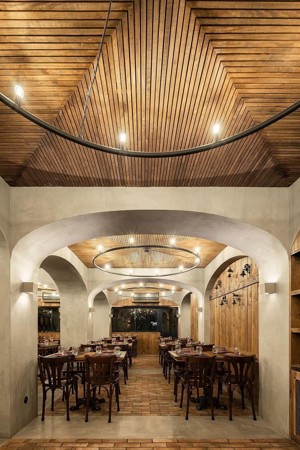 Restaurante Barril, A Restaurant Inspired in the Typical Portuguese Wineries