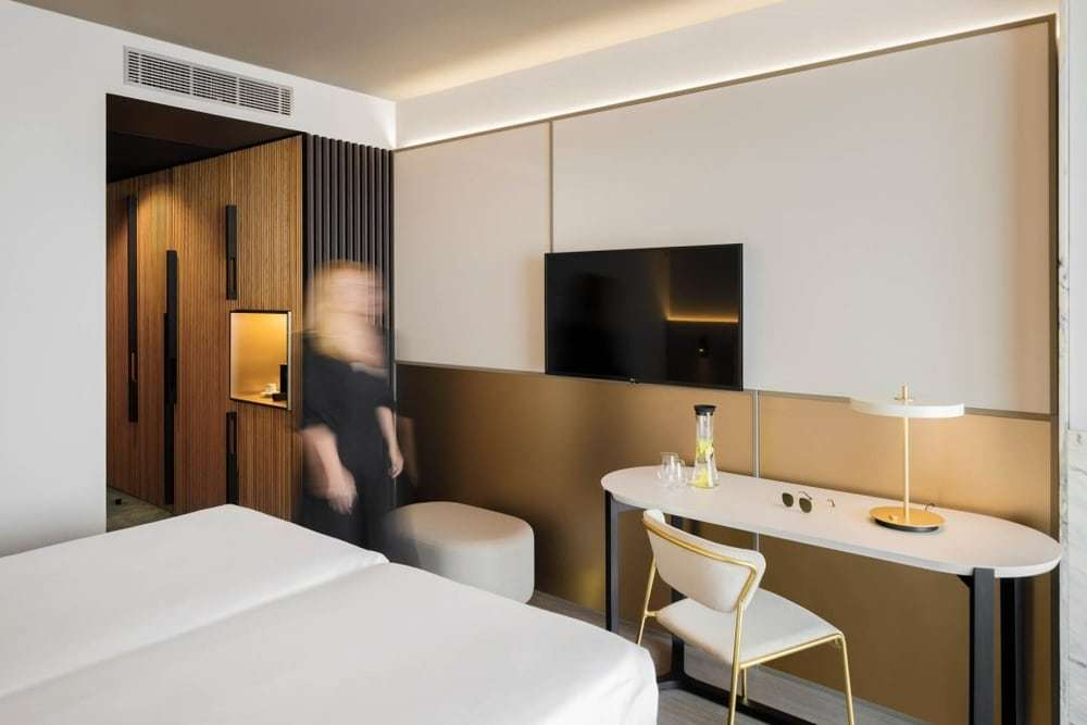 Rooms Remodeling in Azoris Royal Garden Hotel by box: arquitectos