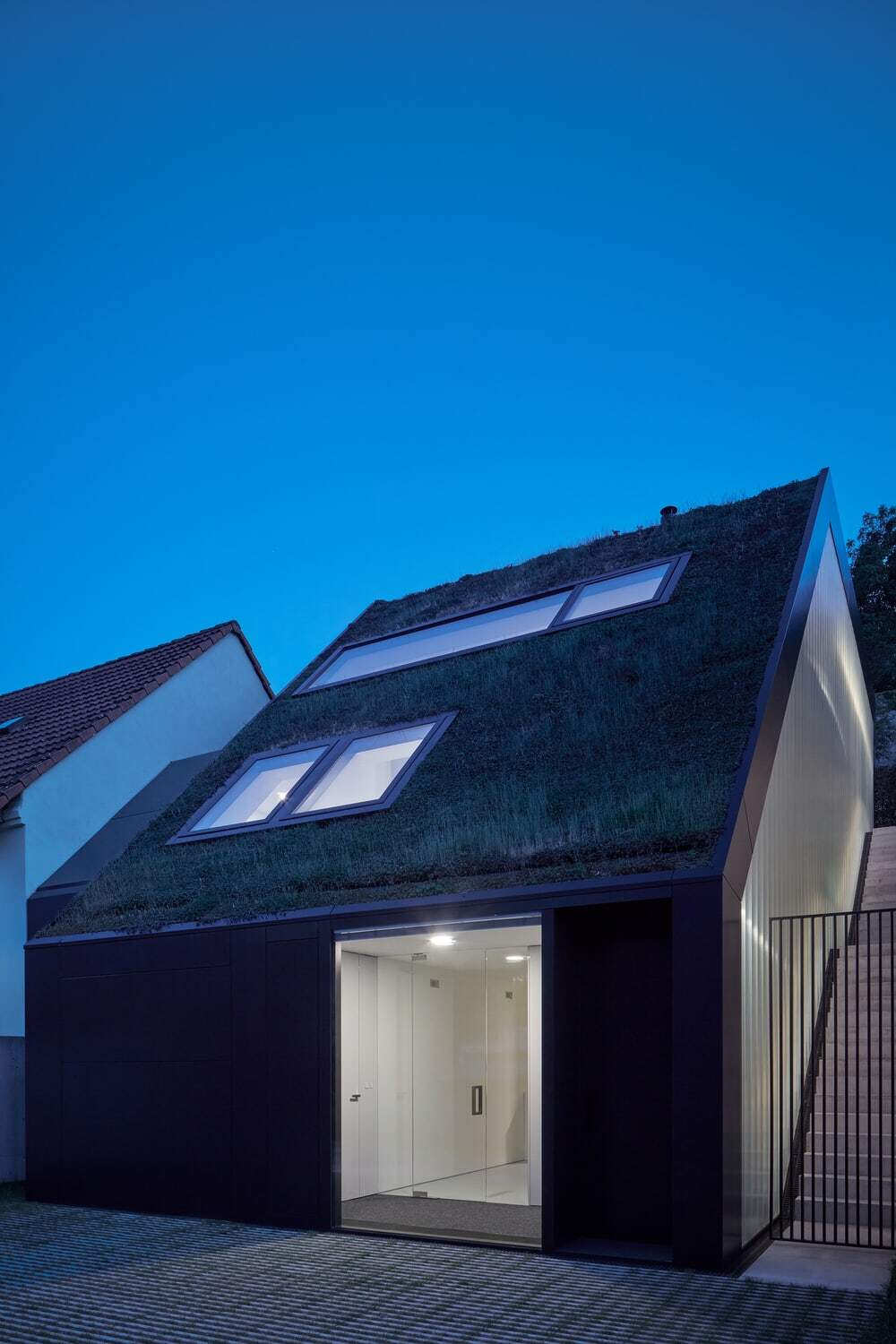 Family House on the Waterfront with a Green Roof / Kuba & Pilař Architekti