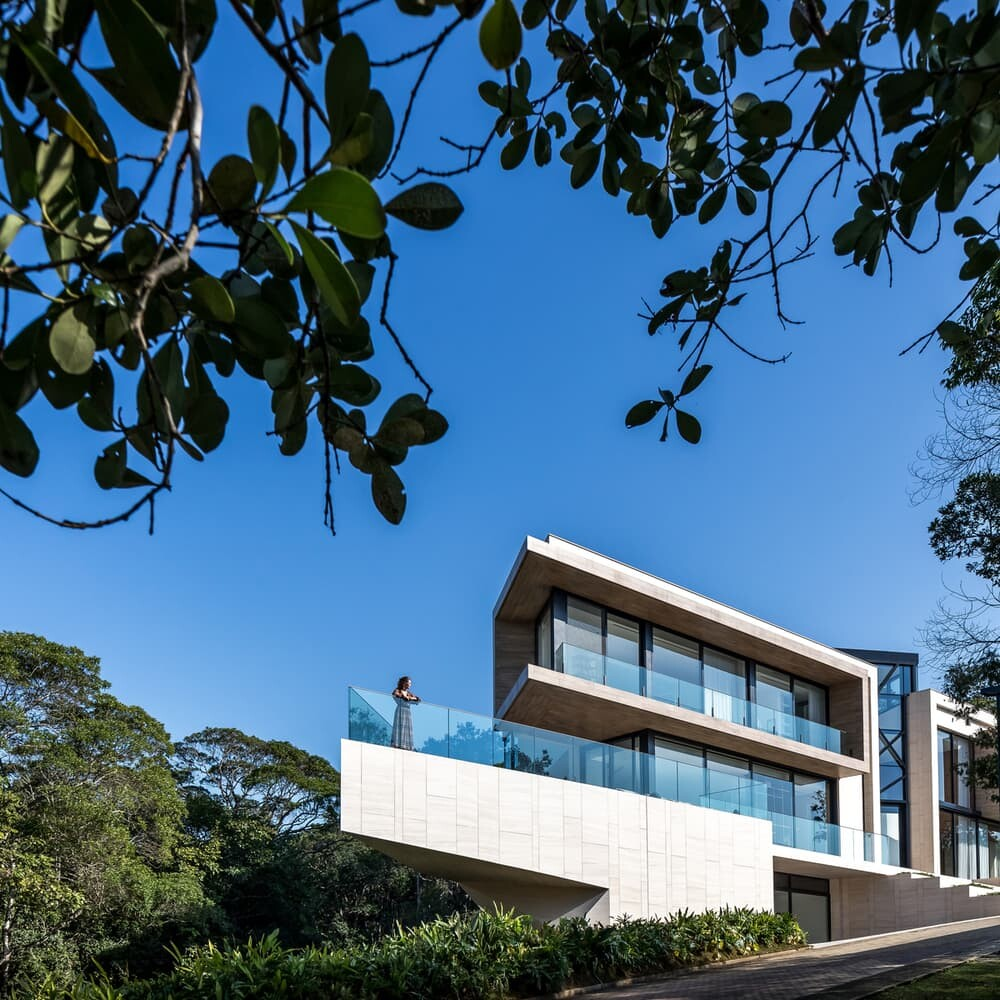 Panoramic House by Schuchovski Arquitetura