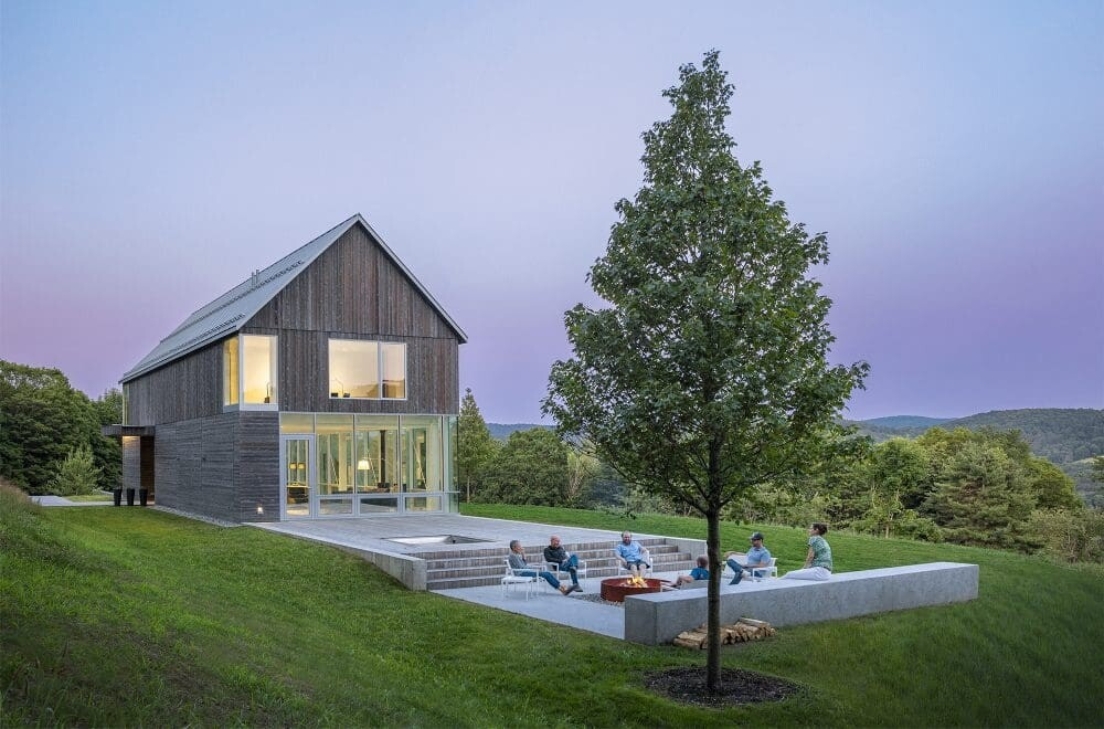 Bank Barn: Wood-Clad House by Birdseye Design