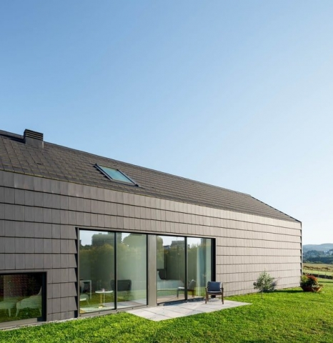 Modern Reinterpretation of the Traditional Portuguese House with a Gable Roof