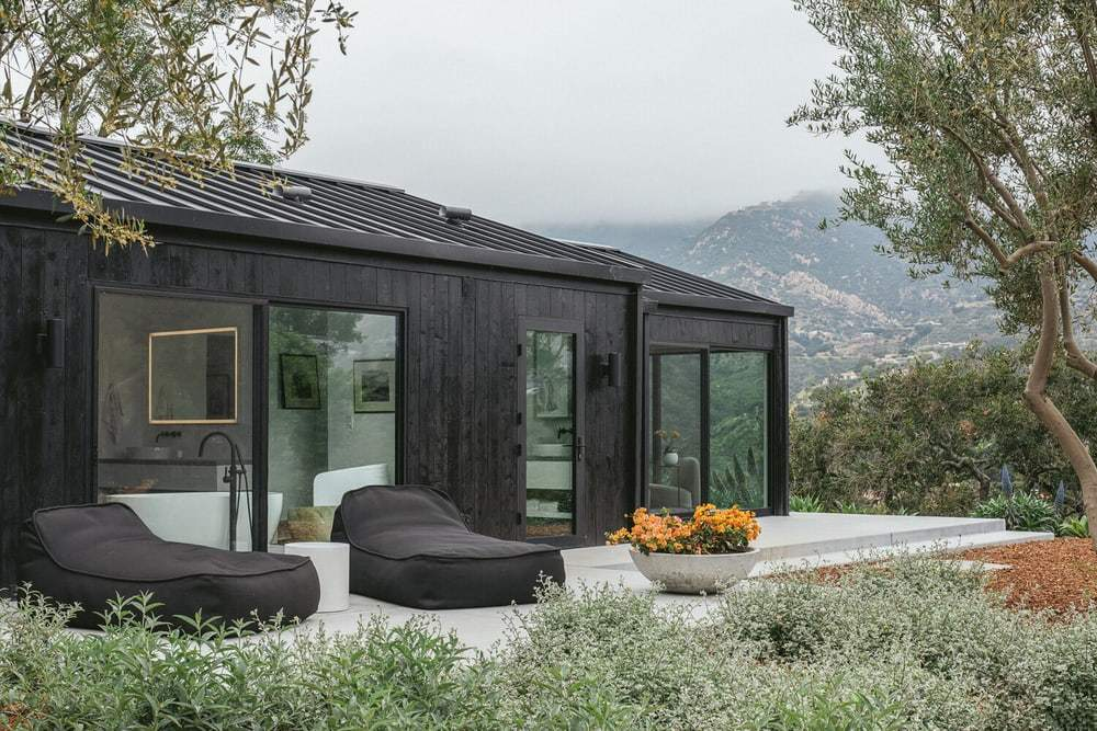 Santa Barbara Small Residence Featuring an Expansive Glass Openings