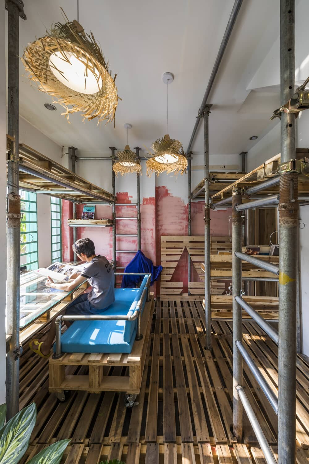 Designer Mamoru Maeda Made His Own Atelier in a Space of 10 sq.m