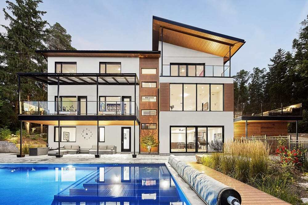 House on Grand River by Solares Architecture