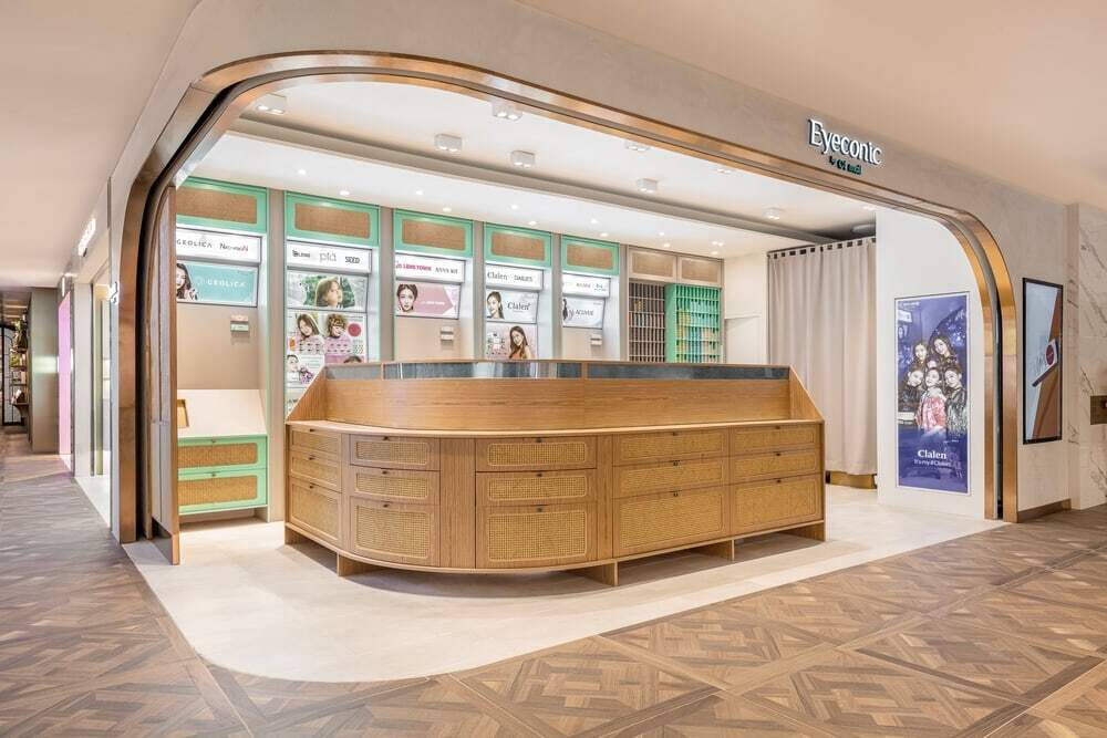 The Mini-shop of Cosmetic Contact Lenses of 36 sq.m