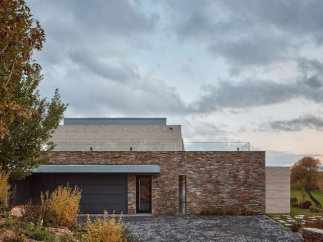 A Stone-Clad Villa Built into a Slope in Bohemian Paradise