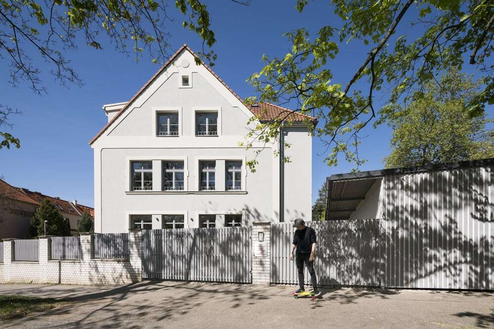 Reconstruction of a Three-Storey Villa for Co-Living of Three Families