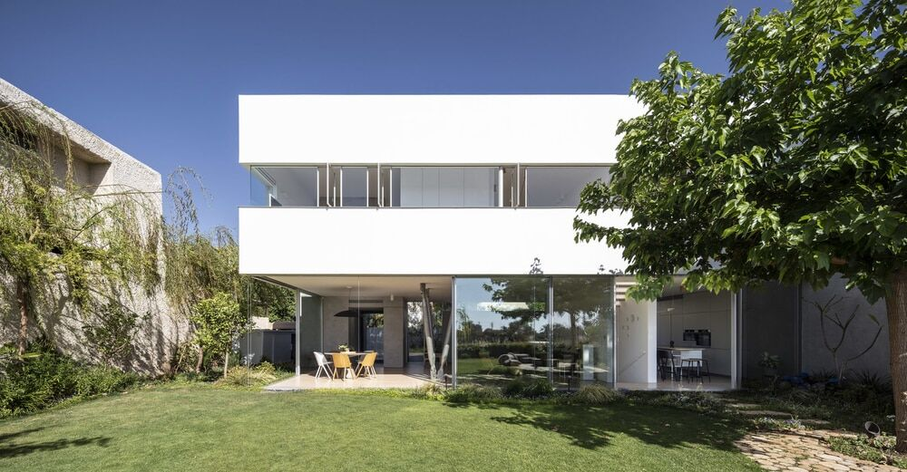 Round Edge House by Anderman Architects
