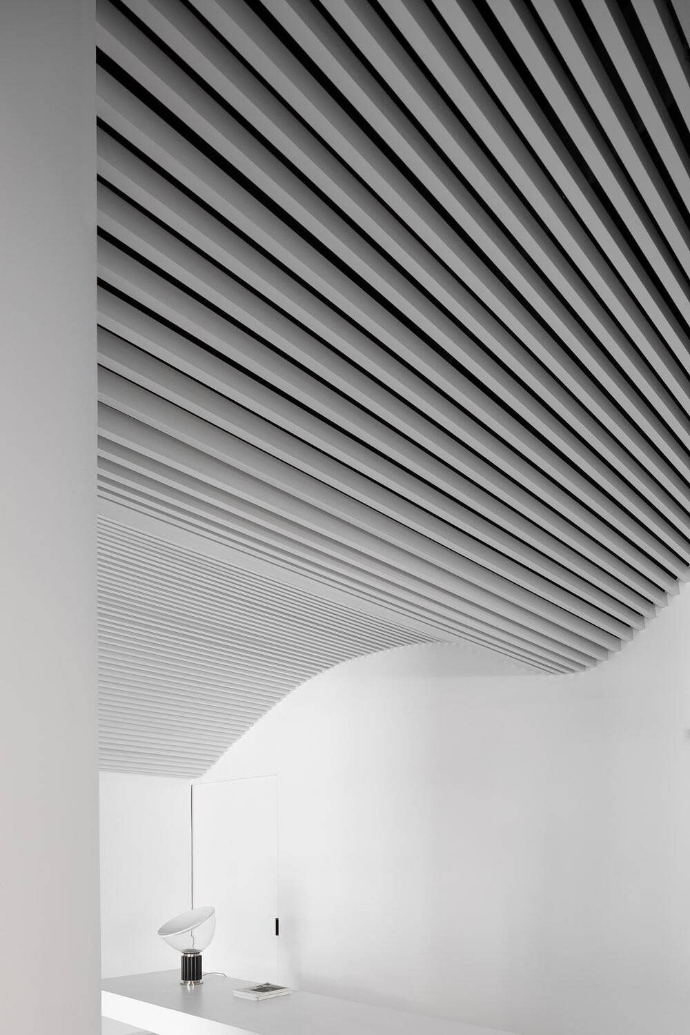 Runxuan Textile Office - A Pure White Space Filled with Rhythm