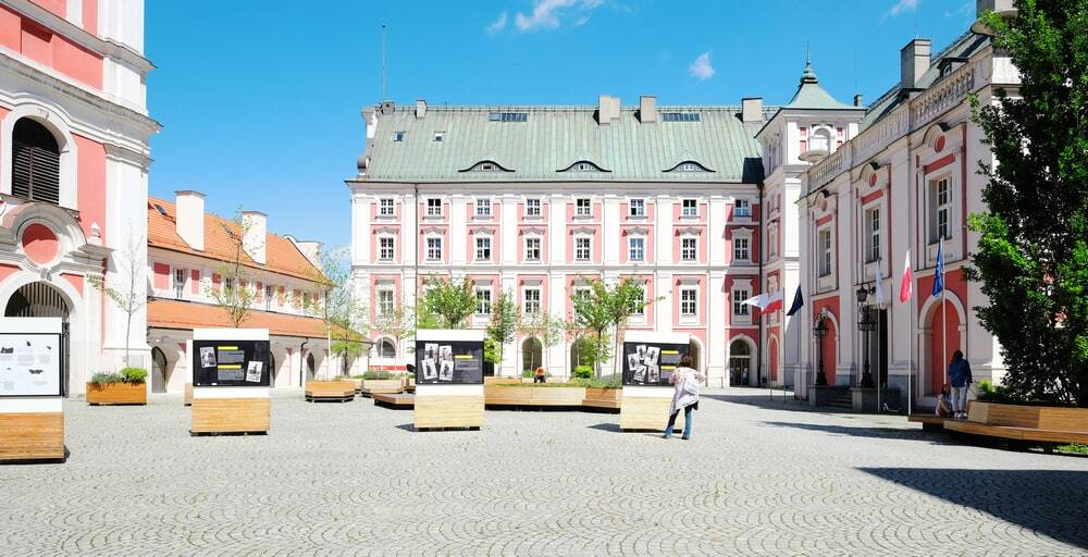 Refurbishment of a Historical Building and City Hall Courtyard Near Plac Kolegiacki in Poznan