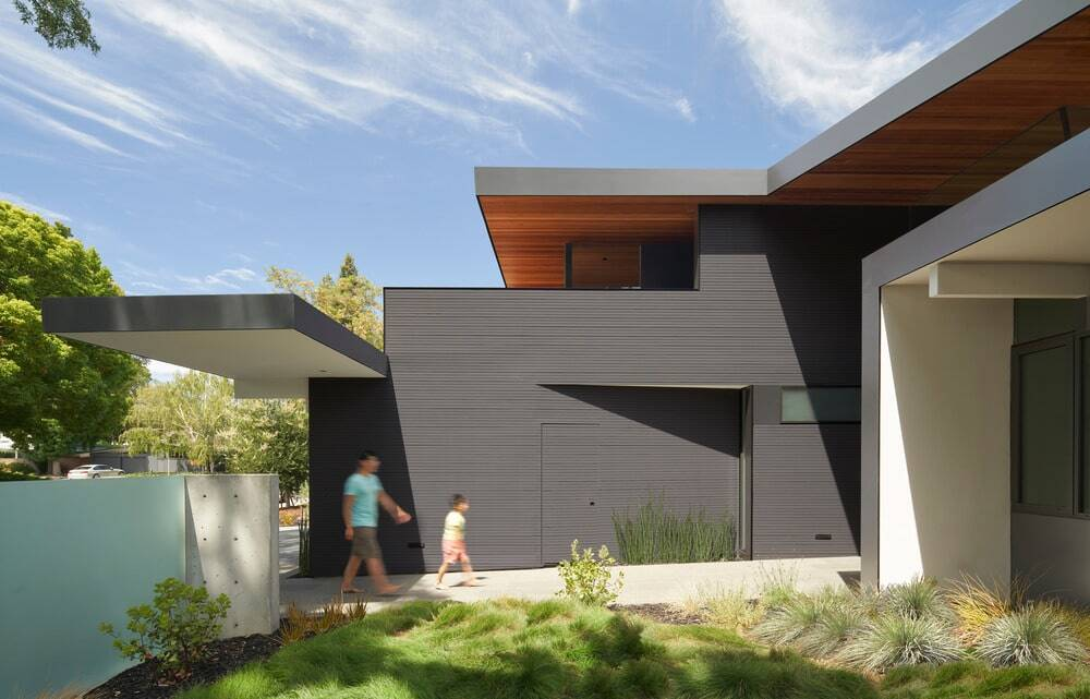 Entry courtyard, Terry & Terry Architecture