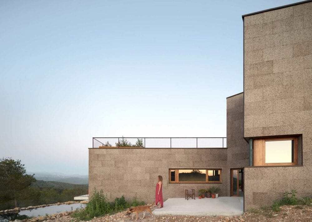 Passive and Bioclimatic Single-Family House by El Fil Verd