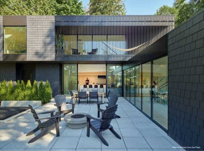 Triangular Courtyard House by Architecture Building Culture