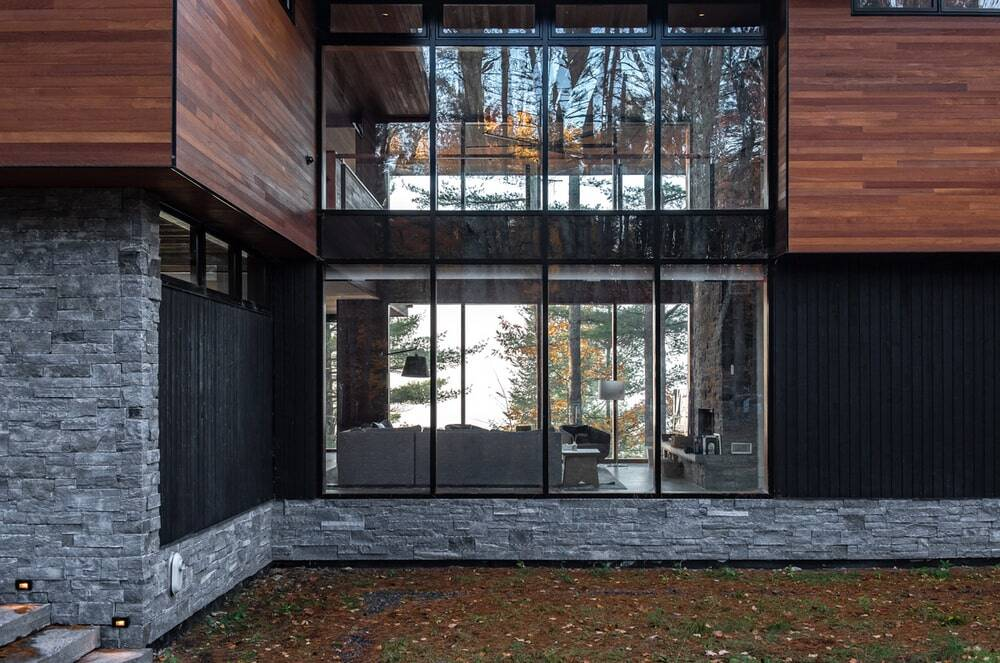 Lake of Bays Cottage by Altius Architecture