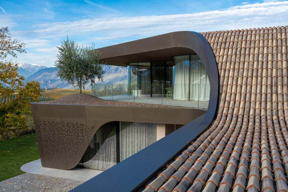 """House EB: Shaping """"Mönch und Nonne"""" on Curved Roof"""